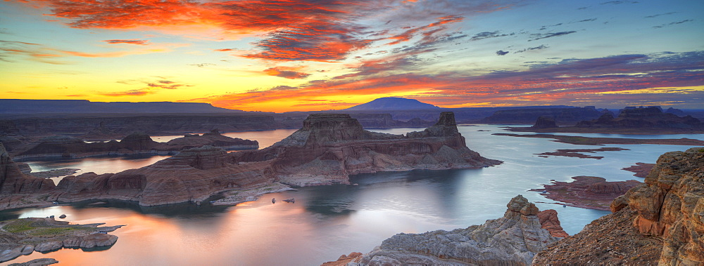 Panoramic view, view at sunrise from Alstrom Point to Lake Powell, Padre Bay with Gunsight Butte and Navajo Mountain, Bigwater, Glen Canyon National Recreation Area, Arizona, Southwestern USA, Utah, USA