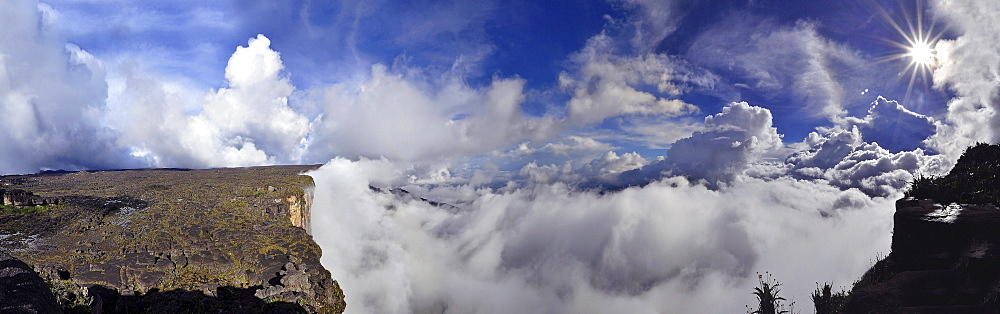 Panoramic view from the highest point on the plateau of Roraima table mountain, border triangle, Brazil, Venezuela, Guyana, South America