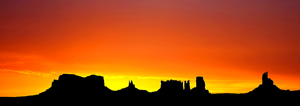 Panoramic view, sunrise, dawn, mesas of Brigham's Tomb, King on His Throne, Stagecoach, Bear and Rabbit, Castle Butte and Big Indian, Monument Valley, Navajo Tribal Park, Navajo Nation Reservation, Arizona, Utah, United States of America, USA