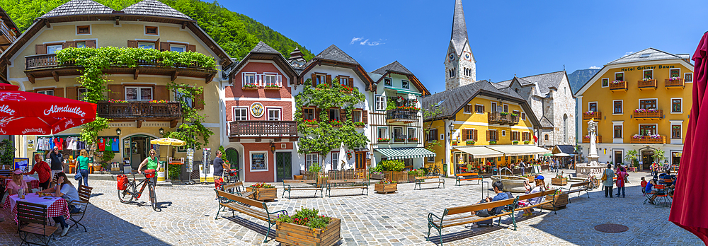 View of Marktplatz in Hallstatt village, UNESCO World Heritage Site, Salzkammergut region of the Alps, Salzburg, Austria, Europe