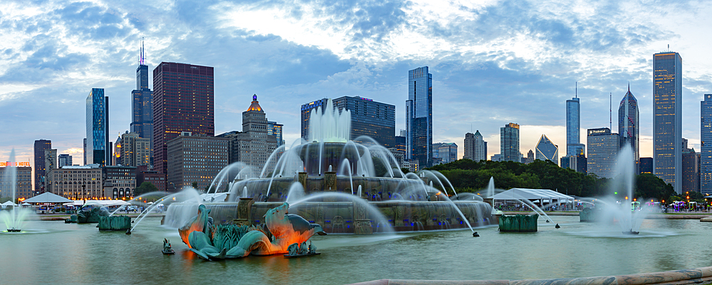 View of the Buckingham Fountain and Chicago skyline at dusk, Chicago, Illinois, United States of America, North America