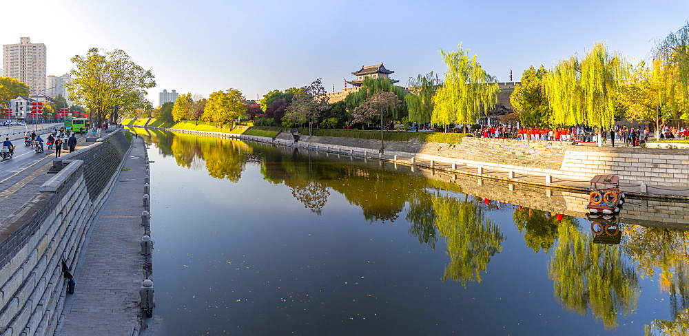 View of moat and City wall of Xi'an, Shaanxi Province, People's Republic of China, Asia