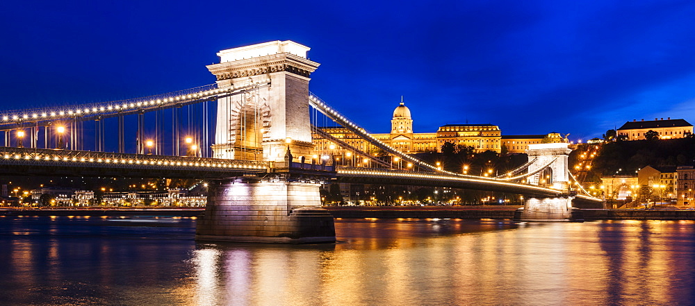 Chain Bridge and Buda Castle at night, UNESCO World Heritage Site, Budapest, Hungary, Europe