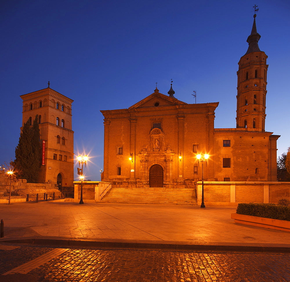 Torreon de la Zuda (left) and the church San Juan de los Panetes in the evening, Zaragoza, Saragossa, province of Zaragoza, Aragon, Northern Spain, Spain, Europe