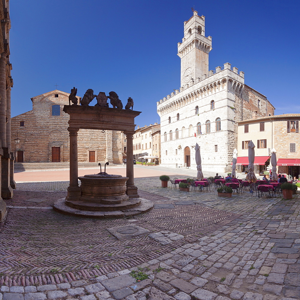 Piazza Grande Square and Palazzo Contuzzi, street cafe, Montepulciano, Siena Province, Tuscany, Italy, Europe