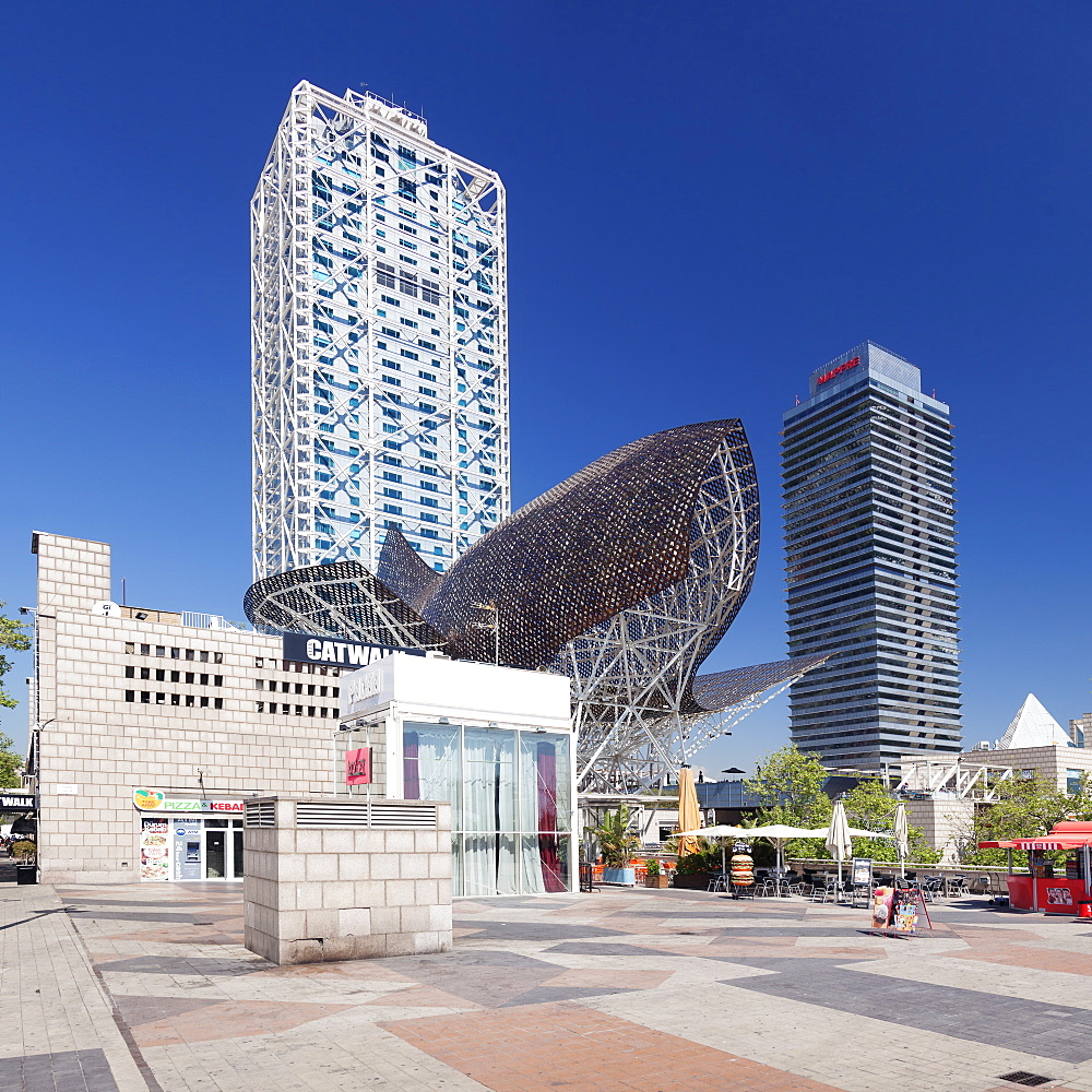 Mapfre Tower, Arts Tower, Peix, Fish sculpture by Frank Owen Gehry, Port Olimpic, Barcelona, Catalonia, Spain