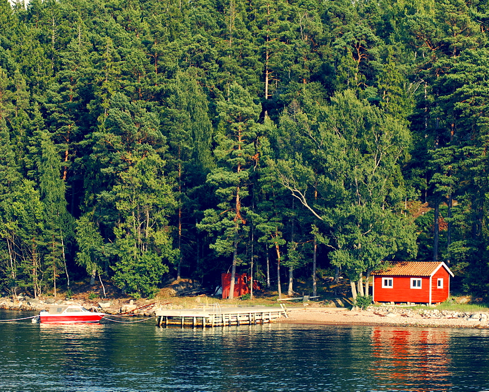 Lone hut on a small island in the Stockholm Archipelago, Sweden, Scandinavia, Europe