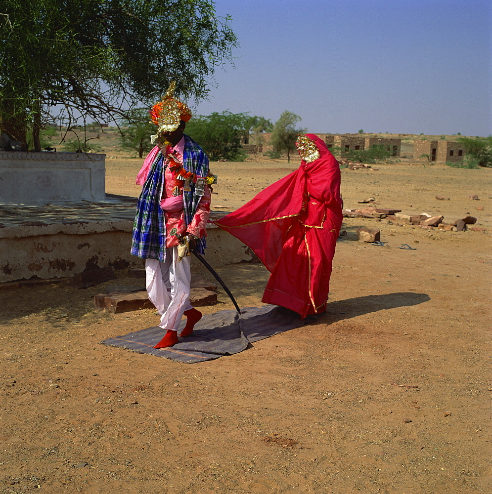 Bride and groom at wedding ceremony, Rajasthan, India, Asia