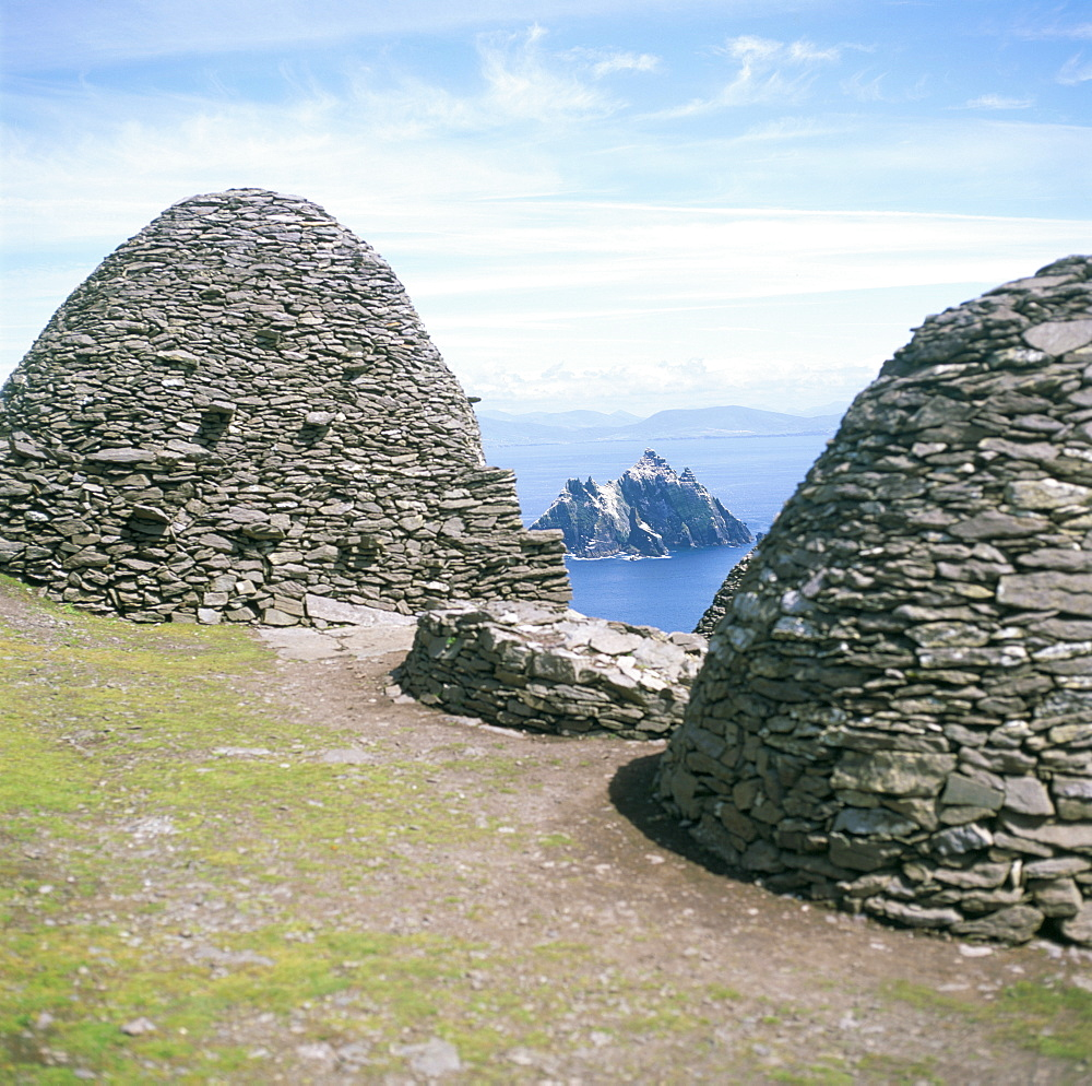 Stone beehive huts, Skellig Michael, UNESCO World Heritage Site, County Kerry, Republic of Ireland (Eire), Europe