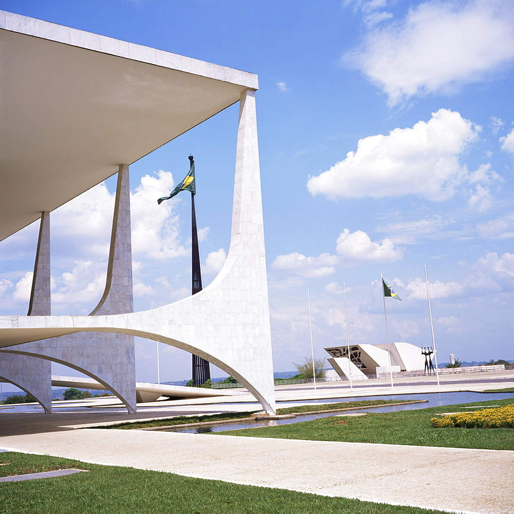 Palacio do Planalto in foreground, Brasilia, UNESCO World Heritage Site, Brazil, South America - 197-3973