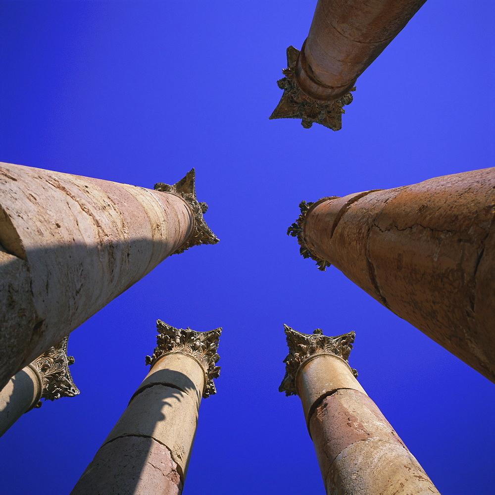 Peristyle of 13m tall columns, Temple of Artemis, 1st century AD city of the Roman Decapolis, Jerash, Jordan, Middle East