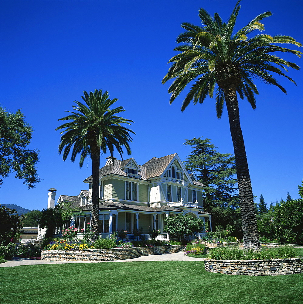 The house at the Sutter Home Winery, the sixth largest in the U.S.A., St. Helena, Napa Valley, California, United States of America, North America