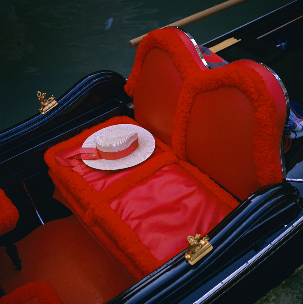 Gondola seat and gondolier's hat, Venice, Veneto, Italy, Europe