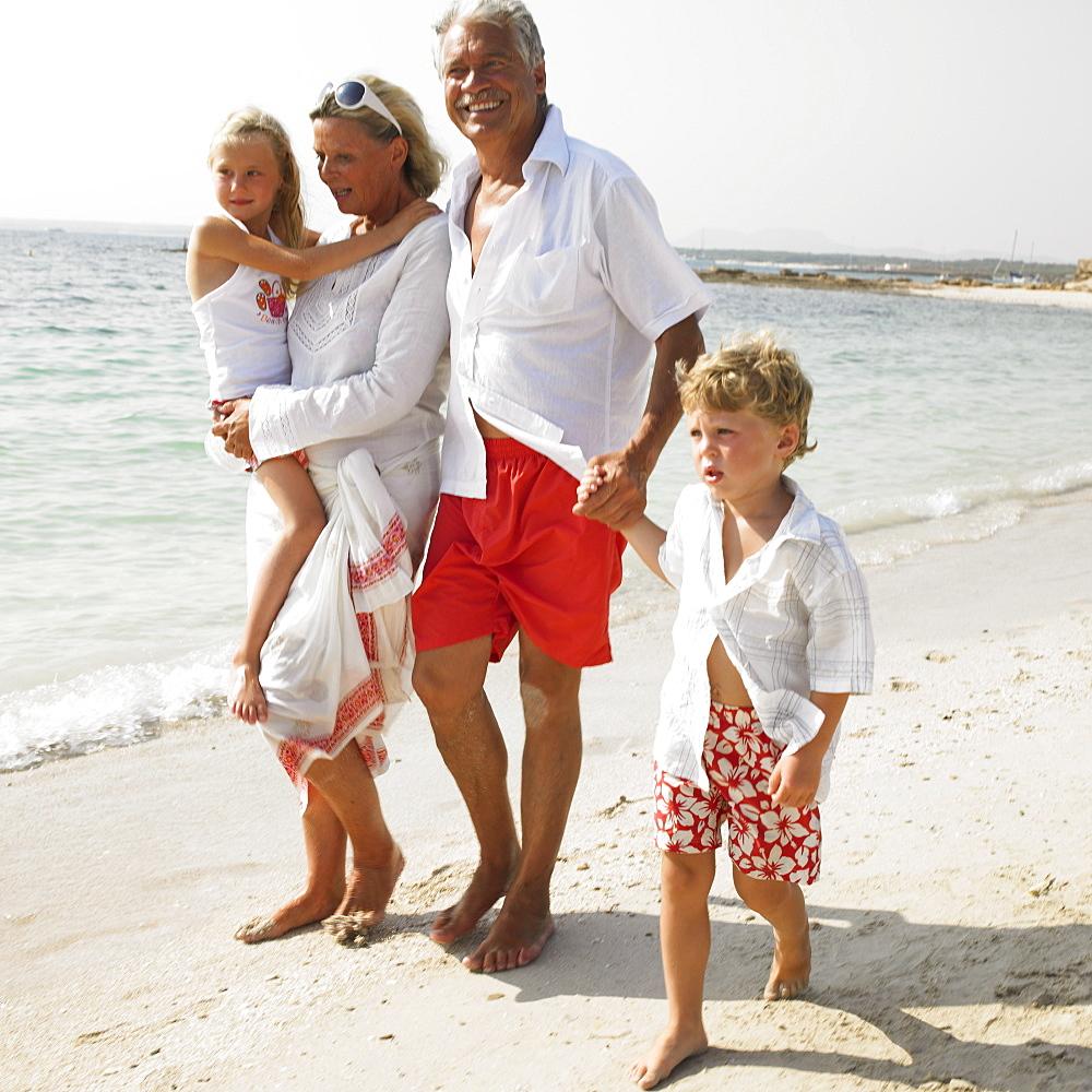 Grandparents and grandchildren (6-8) on beach