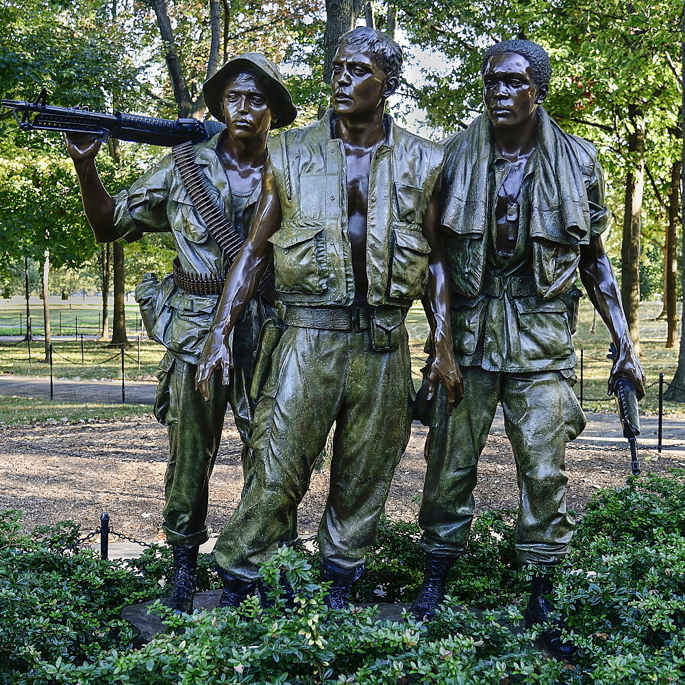 USA, Washington DC, National Mall, Vietnam Veterans Memorial, The Three Soldiers or Three Servicemen Statue.