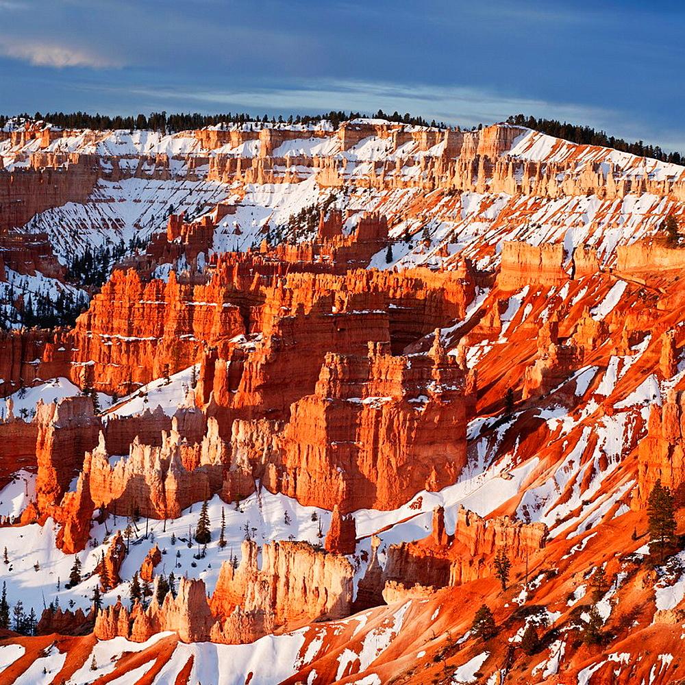 Hoodoo rock formationas at sunrise from Sunrise Point, Bryce Canyon national park, Utah, USA