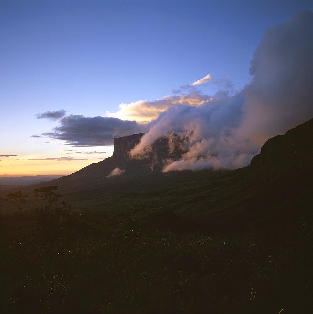 Mount Kukenaam (Kukenan) (Cuguenan) from the upper slopes of Roraima, Gran Sabana, Estado Bolivar, Venezuela, South America