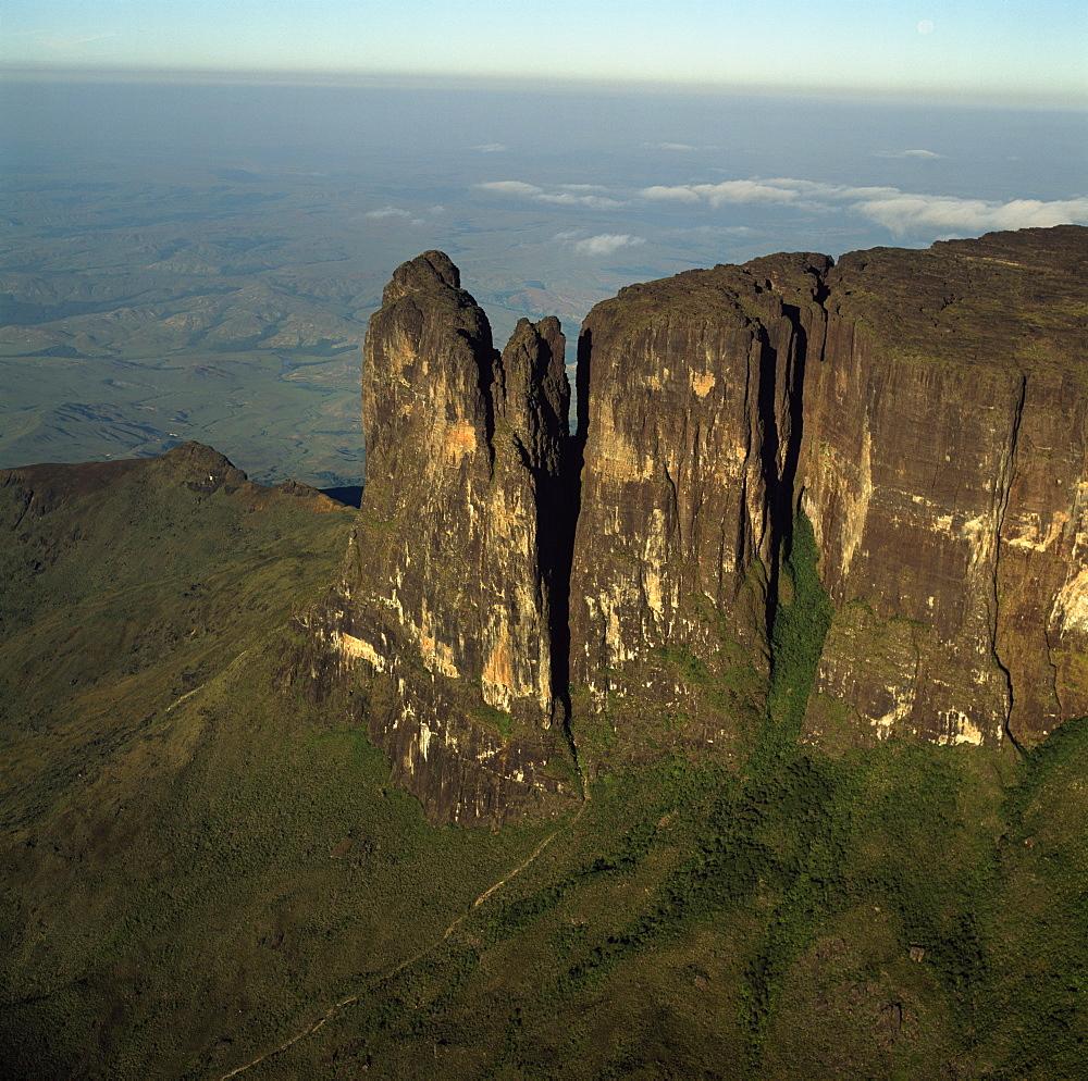 Aerial image of tepuis showing southeast corner and Towashing Pinnacle (Tewasen), Mount Roraima, Venezuela, South America