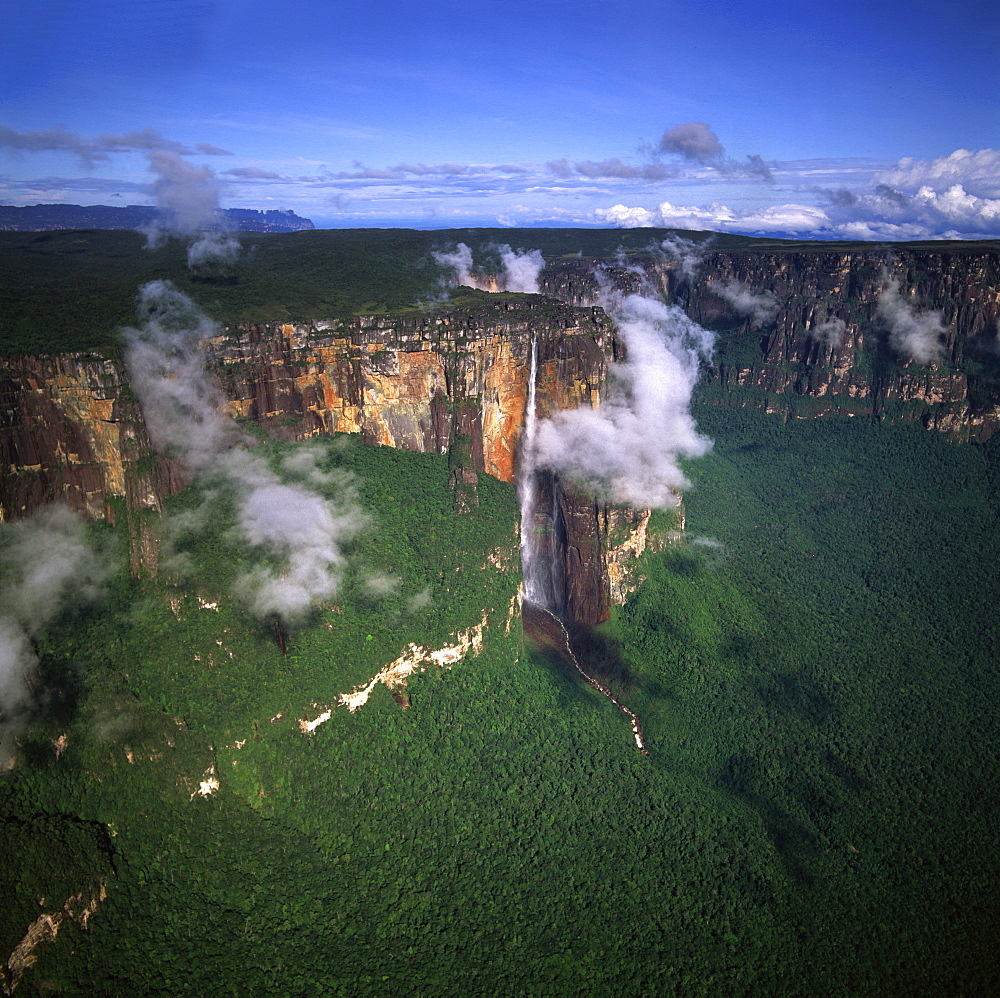 Aerial image of tepuis showing Angel Falls and Mount Auyantepui (Auyantepuy) (Devil's Mountain), Venezuela, South America