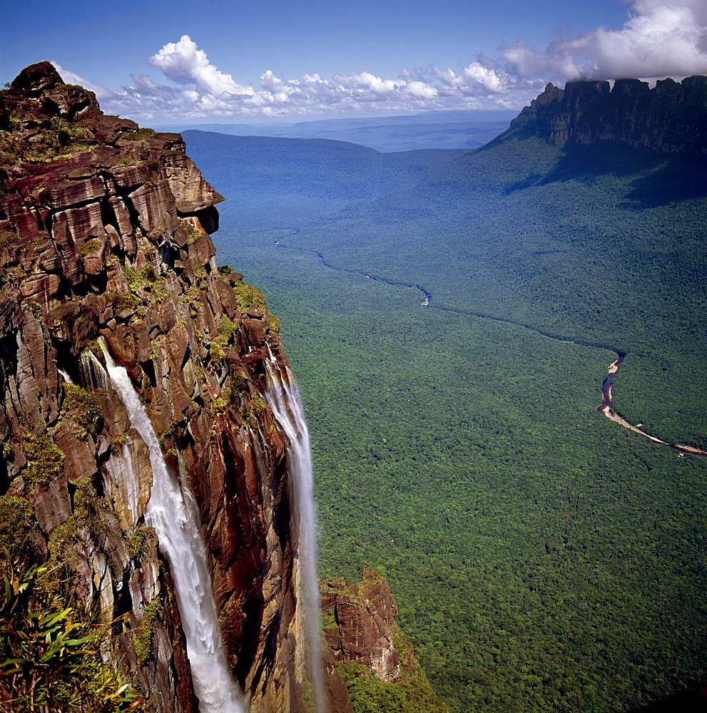 Angel Falls and Mount Auyantepui (Auyantepuy) (Devil's Mountain), looking out to Churun Gorge and Churun River, Tepuis, Venezuela, South America