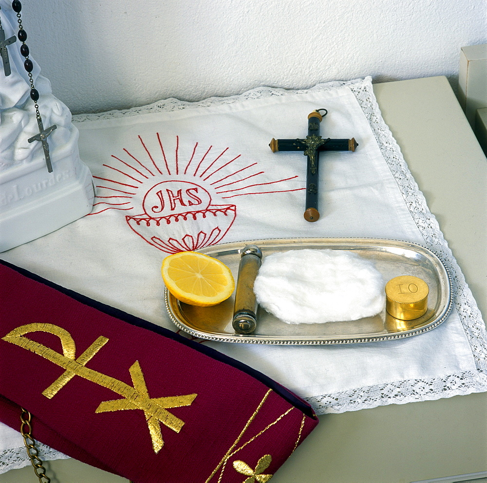 Utensils for the anointing of the sick, Pyxis, holy water sprinkler, cotton, cross, stole