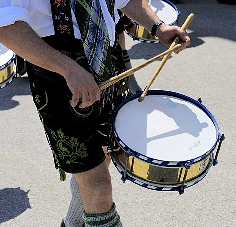 Drummer at the parade to the Loisachgau folklore festival, Neufahrn, Upper Bavaria, Bavaria, Germany, Europe
