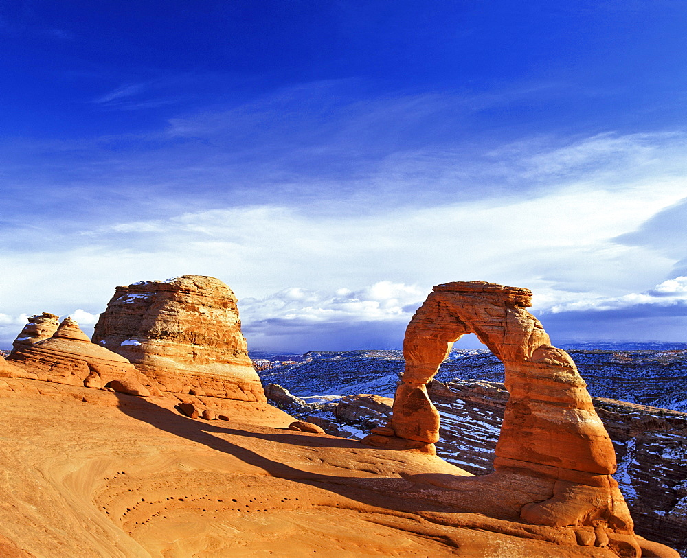 Delicate Arch, Arches National Park, in the back La Sal Mountains, Utah, USA