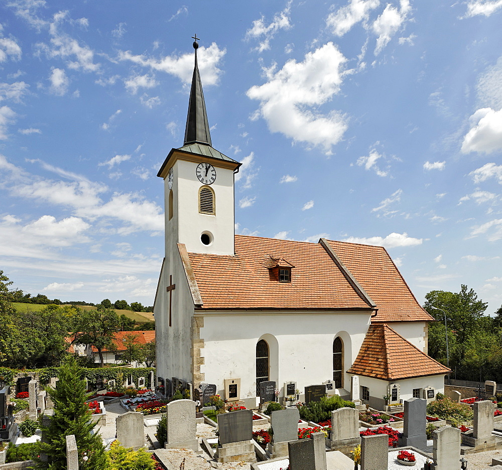 Churchyard at the church in Lindabrunn, Triestingtal (Triesting Valley), Lower Austria, Austria, Europe