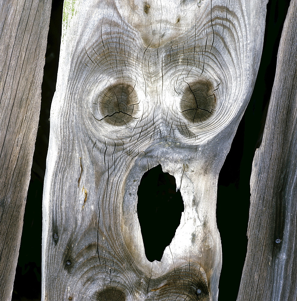 """Wooden board with patterning like Edvard Munch's painting """"The Scream"""""""
