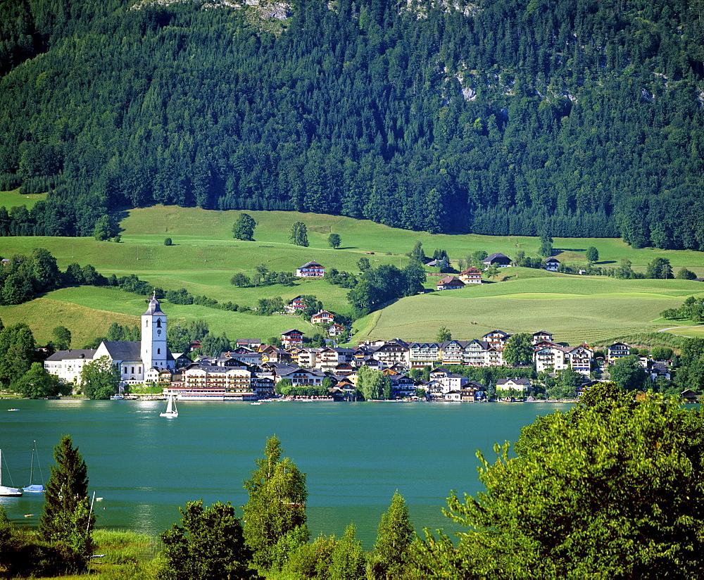 Panoramic view, town of St. Wolfang am Wolfgangsee, Salzkammergut area, Upper Austria, Austria, Europe