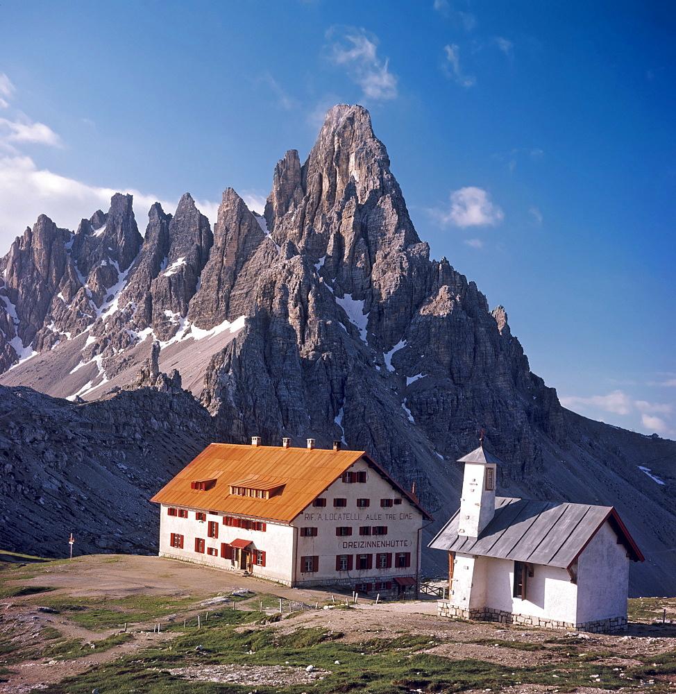Tre Cime di Lavaredo cabin and north face of Mt. Paternkofel, Dolomites, Bolzano-Bozen (South Tirol), Italy, Europe