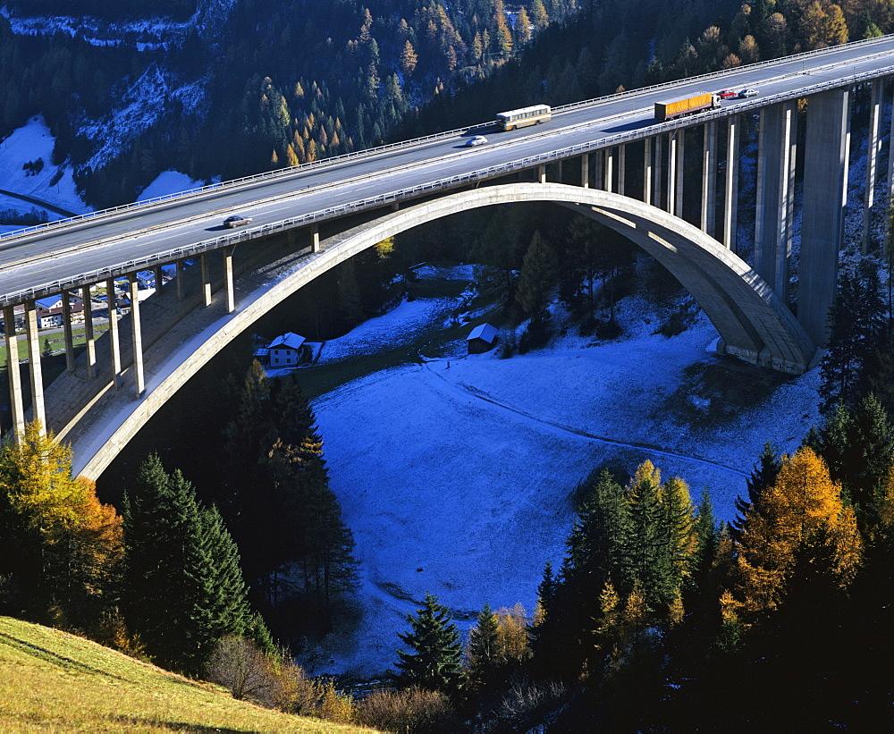 Noesslachbruecke, Noesslach Bridge in autumn, near Gries at the Brenner Pass, Brenner motorway, Tyrol, Austria