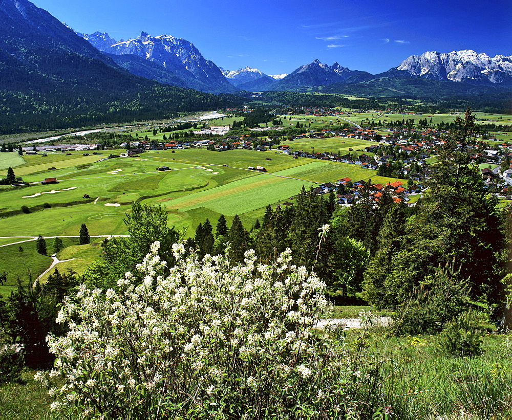 Wallgau, panoramic view, Karwendel and Wetterstein Ranges, golf course, Upper Bavaria, Bavaria, Germany