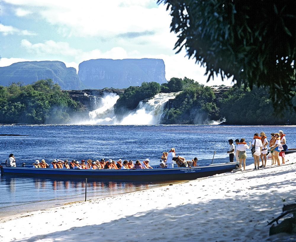 Canaima Lagoon, boat, waterfalls, Canaima, Kamarakotos, Venezuela, South America