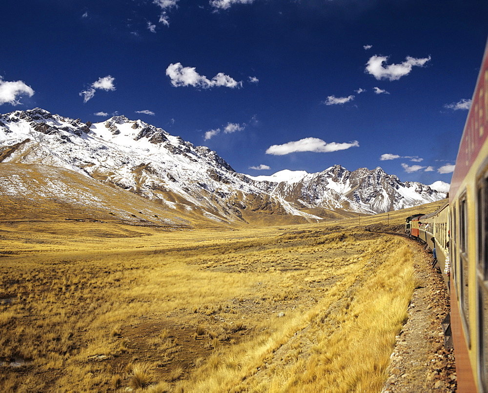 Andean Railway travelling between Puno at Lake Titicaca and Cusco, Cuzco, High Andes, Peru, South America
