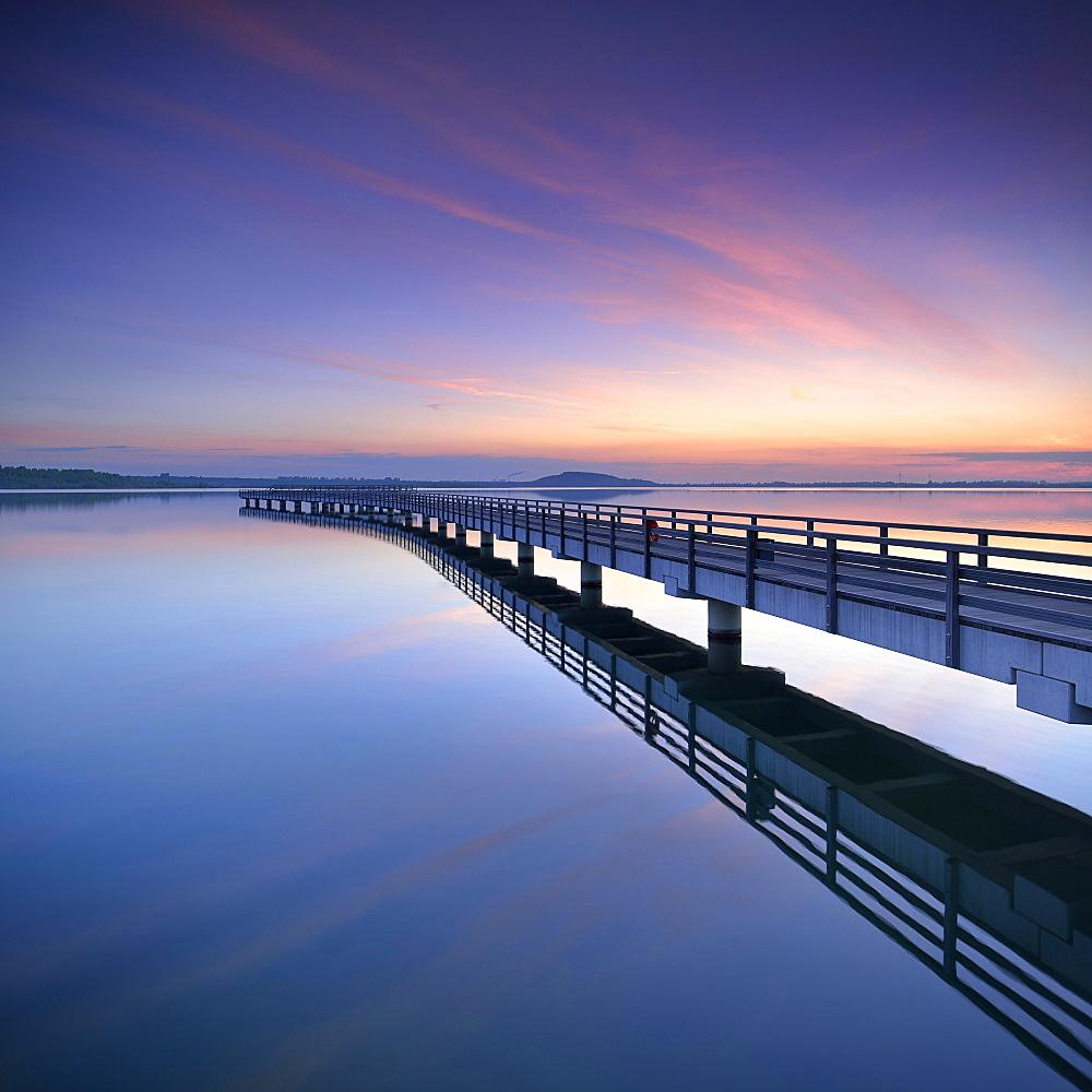 Seebrücke im Hafen, Sunrise, lake Geiseltalsee, Braunsbedra, Saxony-Anhalt, Germany, Europe