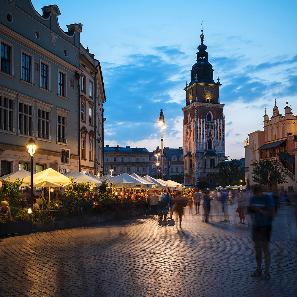 Rynek Glowny (Market Square) at dusk, UNESCO World Heritage Site, Krakow, Malopolskie, Poland, Europe