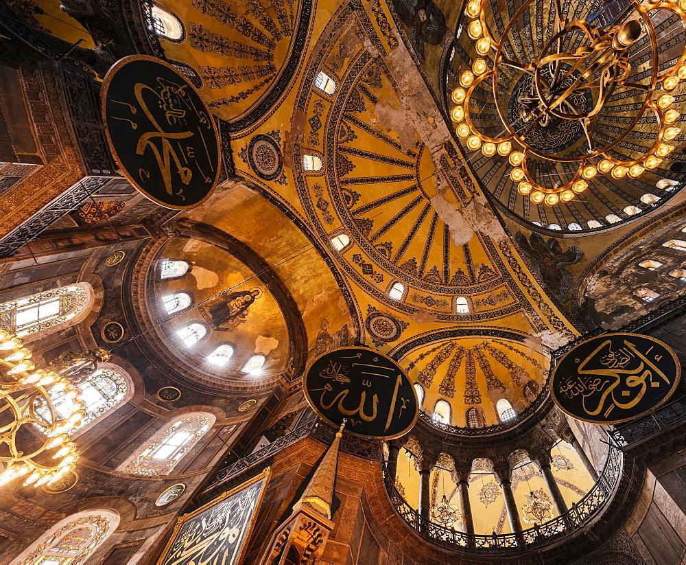 Interior of Hagia Sofia (Aya Sofya), UNESCO World Heritage Site, Sultanahmet, Istanbul, Turkey, Europe