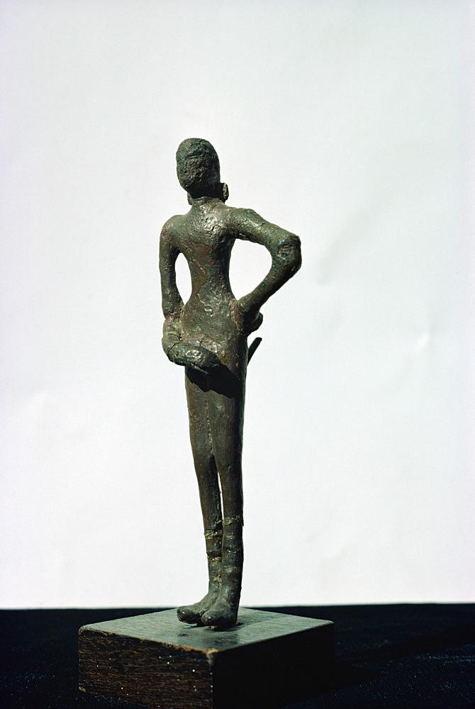 Bronze female figure, Mohenjodaro, Karachi Museum, Pakistan, Asia