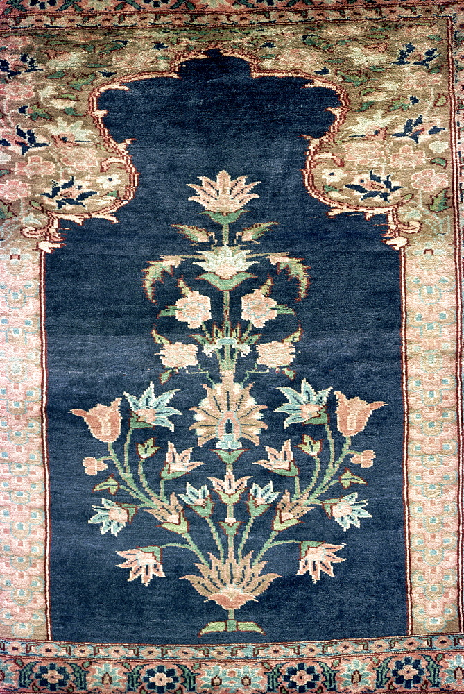 Mughal floral pattern woven in rug, Karachi, Pakistan, Asia