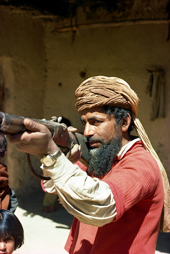 Pathan man aiming rifle, near Ziarat, Pakistan, Asia