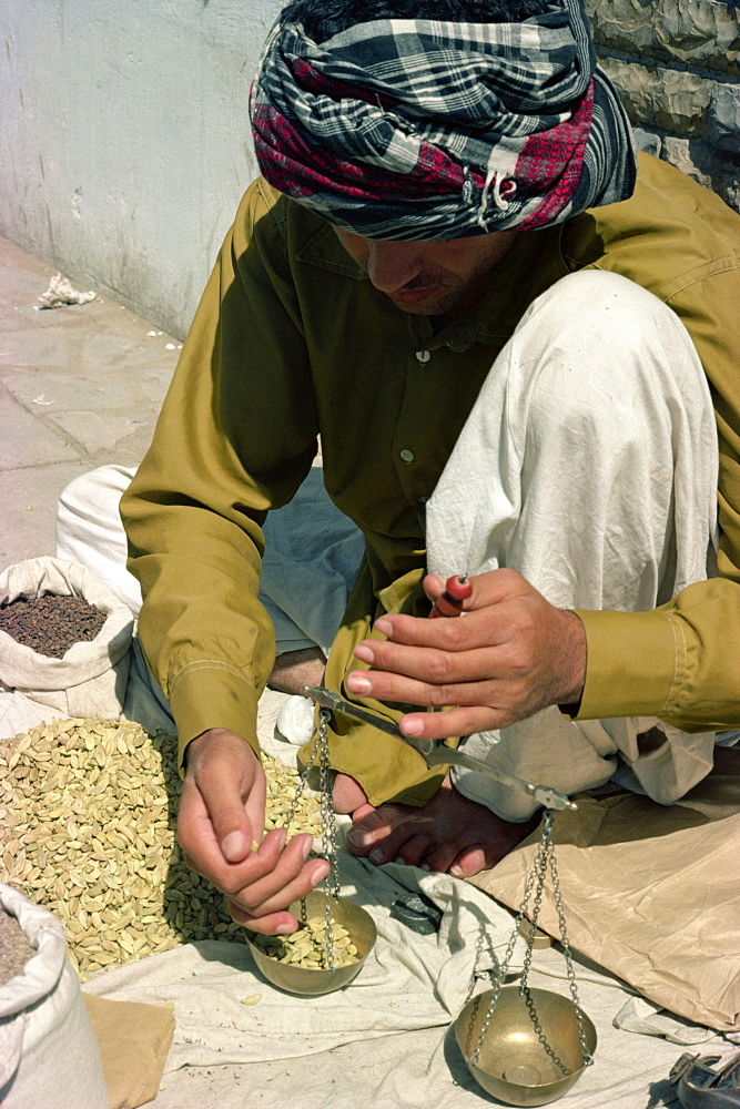 Man using scales, Karachi, Pakistan, Asia - 1-9329