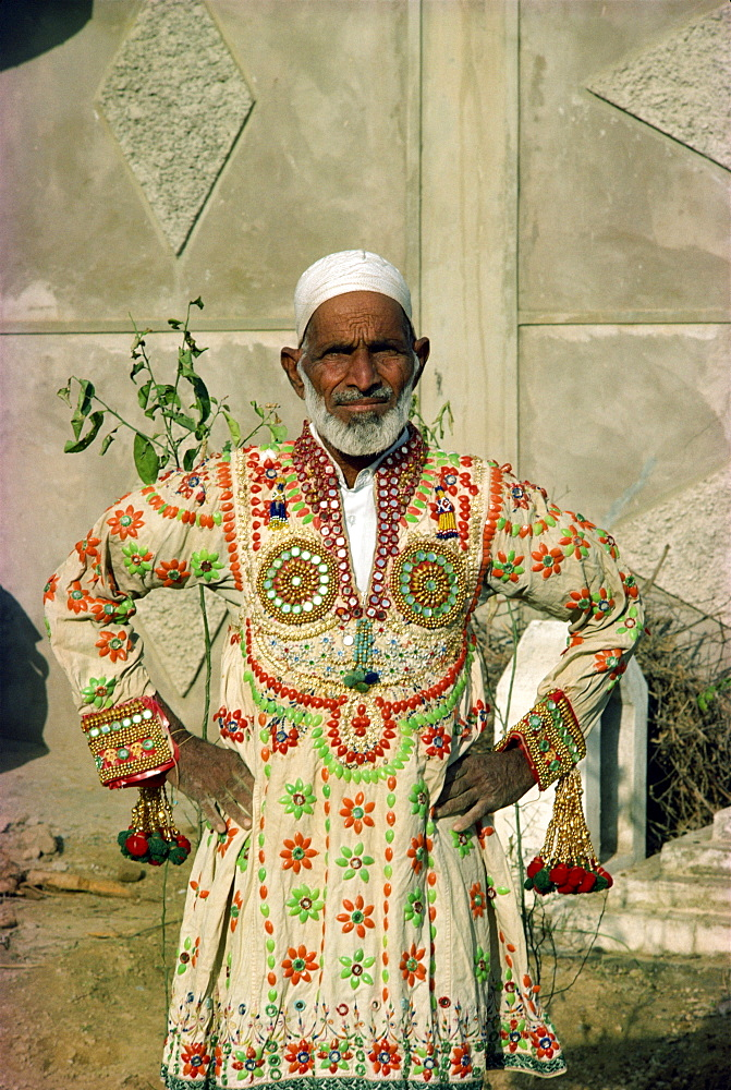 Man in traditional dress, Alipur village, near Rawalpindi, Pakistan, Asia - 1-9407