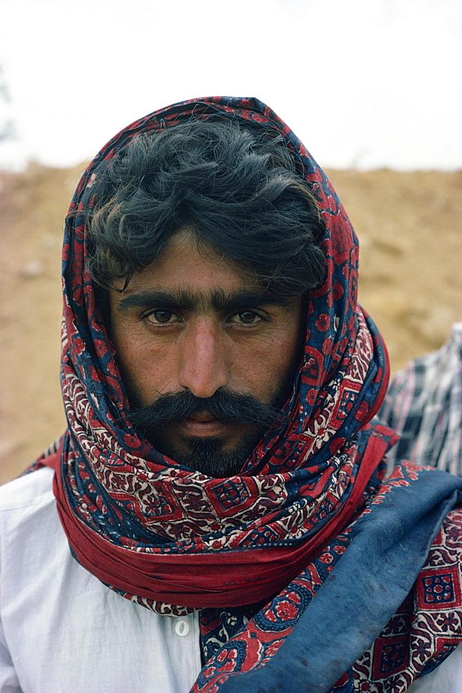 Sindi man, Pakistan, Asia - 1-9700