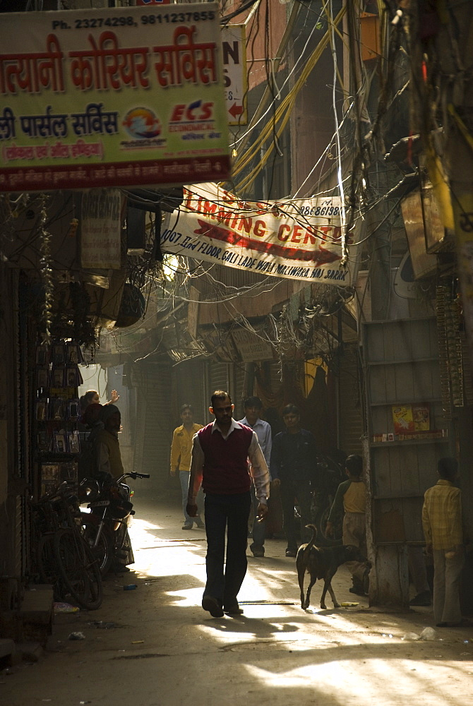 Narrow alleyway off Chandni Chowk Road, New Delhi, India