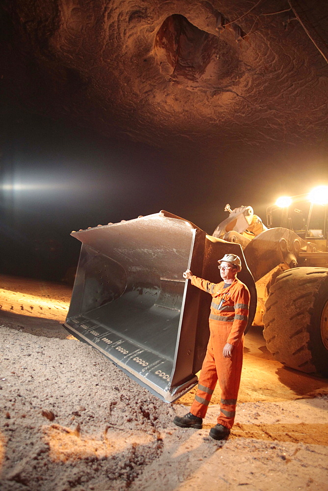 Mining grit salt is very different to the traditional image of cramped dark areas and men with pickaxes! The nature of grit salt mines mean they resemble vast caverns, up to 20 metres wide.   - 1031-34