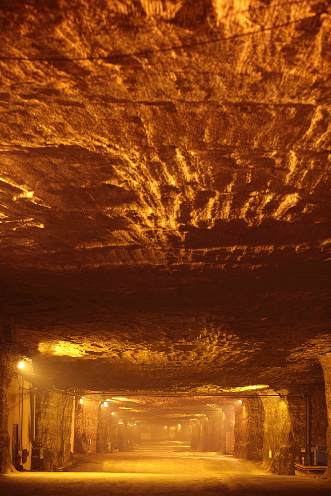 Mining grit salt is very different to the traditional image of cramped dark areas and men with pickaxes! The nature of grit salt mines mean they resemble vast caverns, up to 20 metres wide.