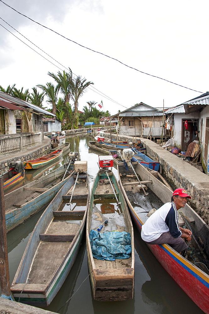 Fishing canoes in a stream leading to Tondano Lake, Sulawesi, Indonesia, Southeast Asia, Asia