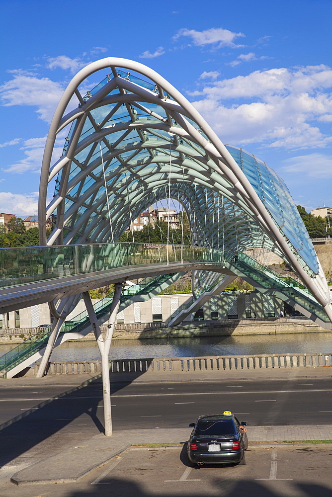 Peace Bridge (Bridge of Peace) over the Kura River, Tbilisi, Georgia, Caucasus, Central Asia, Asia