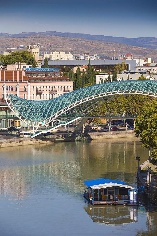 Peace Bridge (Bridge of Peace) over the Mtkvari (Kura) River, Tbilisi, Georgia, Caucasus, Central Asia, Asia